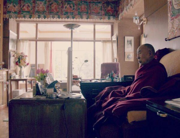Dalai-Lama-mediteert-boeddhist